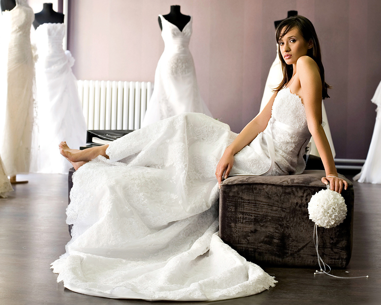 Покупка свадебного платья являтся одним из самых сложных этапов подготовки к празднику. В какой стране не находилась бы невеста, все равно нужно столкнуться