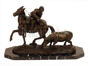 Достойным подарком можно назвать статуэтки из бронзы