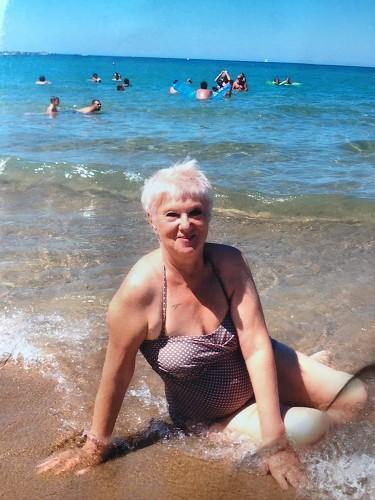 фото виртуальные знакомства с пожилыми женщинами коснулась своей щели